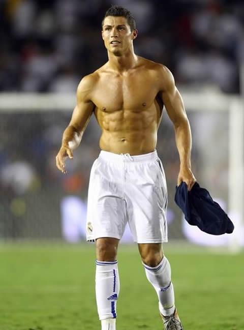 cristiano-ronaldo-real-madrid-shirtless-body-2010-2011-pre-season.jpg
